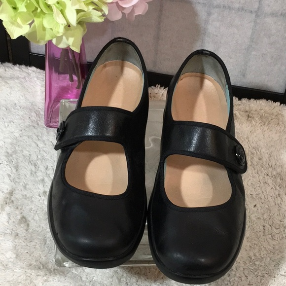 Aetrex Black Leather Mary Janes